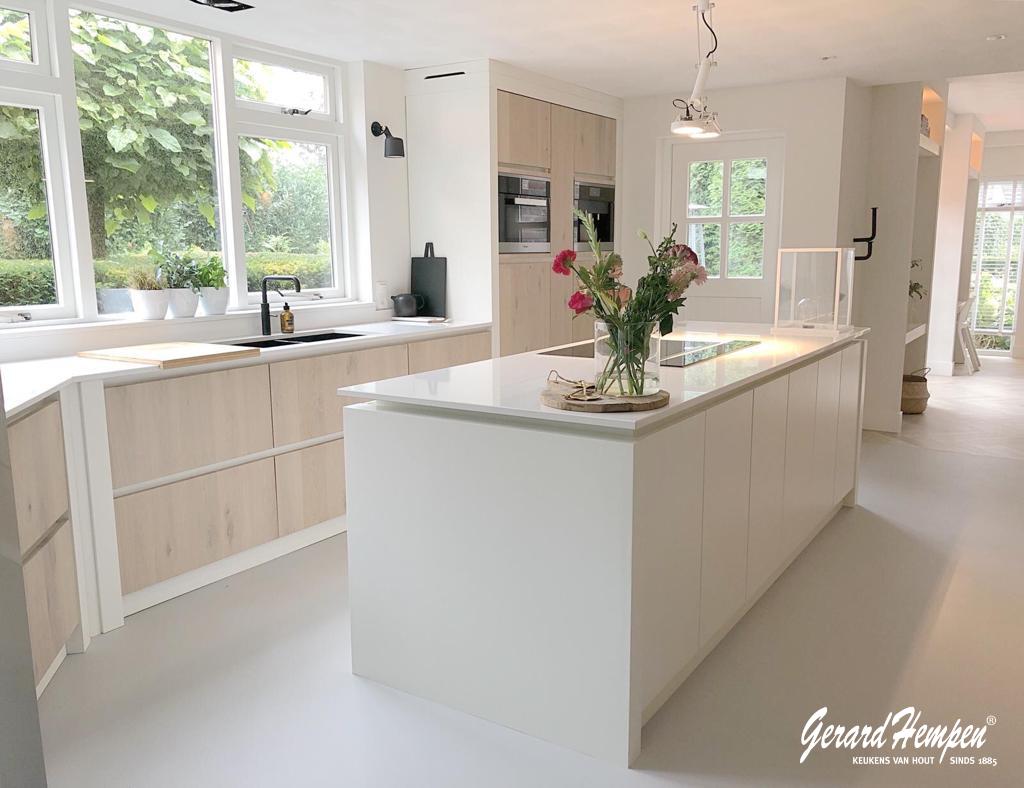 Witte houten keuken op maat